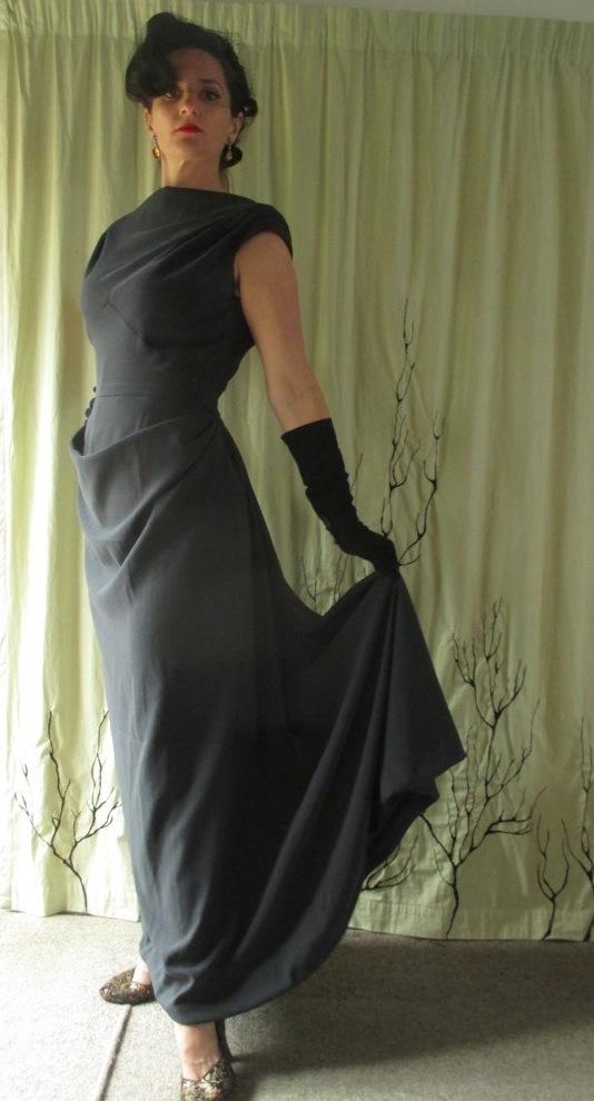 Vogue 273 full length skirt.jpg