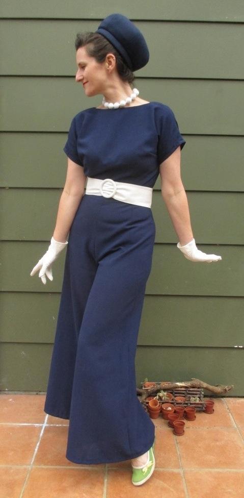 Vogue 6435 blue waist long groovy