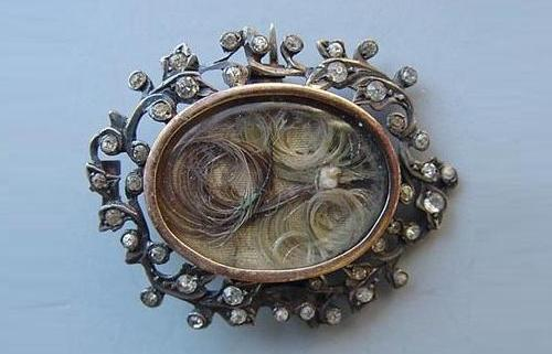 Victorian-brooch-mourning-jewelry