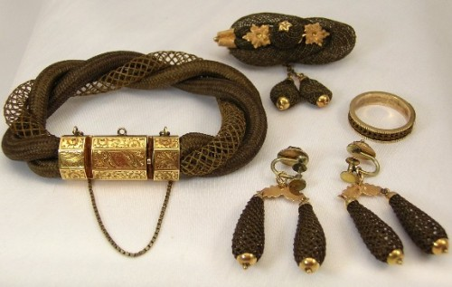 Victorian-Mourning-jewellery-of-hair